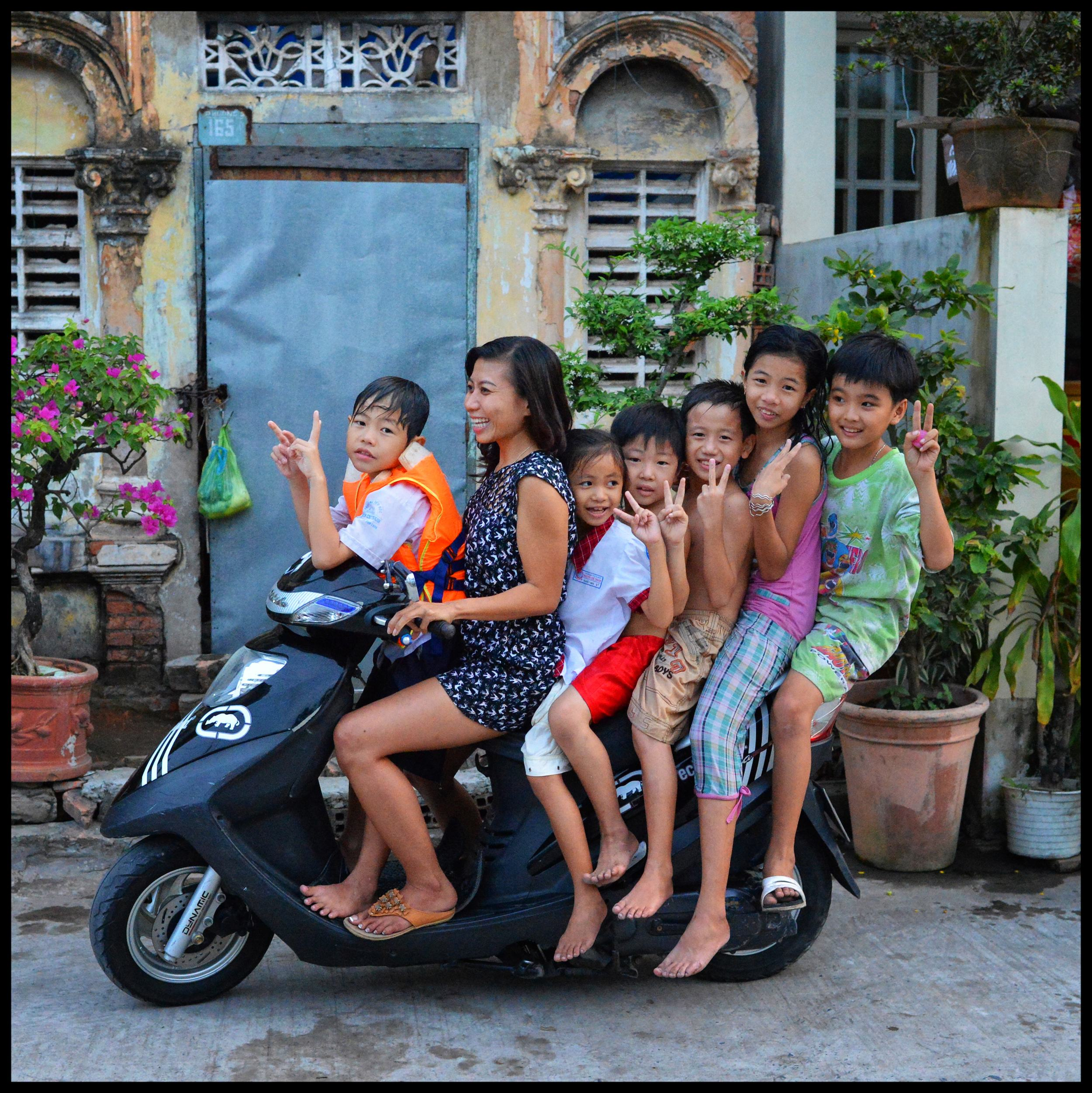 how to say family in vietnamese